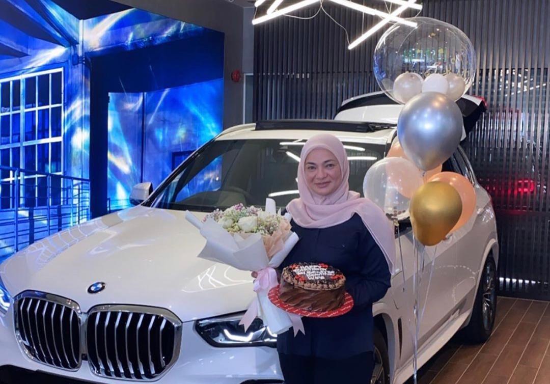 Ibu Neelofa Noor Kartini Dapat Hadiah Bmw Daripada Suami Sempena Ulang Tahun Ke 54 Yang Terharu Bukan Kejutan Tapi Hiburan Mstar